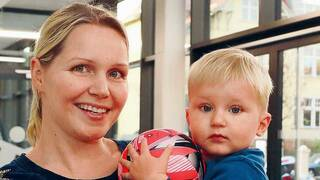 Pias Mutter Jeanine Hillmann mit Sohn Phil (17 Monate).
