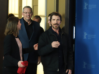 "Verspätet aber gut gelaunt beim Photo-Call auf dem roten Teppeich bei der Berlinale: Hollywood-Star Christian Bale. Er stellte seinen Film ""Vice"" vor, in dem er Dick Cheney verkörpert."